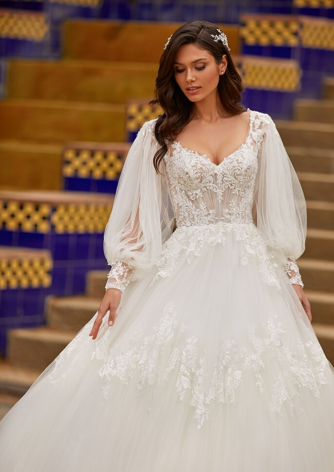 Pronovias Premiere 2021 Vestido de novia corte en a con escote de pico en tul bordado