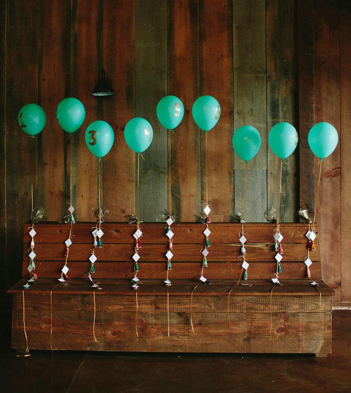 Decoración de bodas en la marcación de las mesas