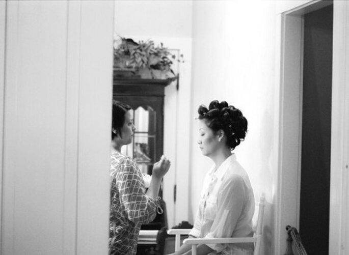 Cheryl en sesión de peinado y maquillaje previo a la ceremonia religiosa - Foto Jen Lynne