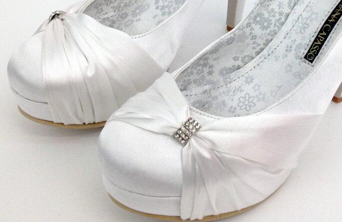Zapatos blancos con punta redonda: elegancia y comodidad para tu boda. Foto: http://adriana-capasso.tumblr.com