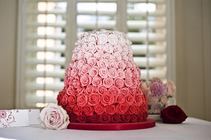 La pastelera Janet Mohapi Banks ha creado este 'cake' de 300 rosas. Foto: Sugar and Spice.