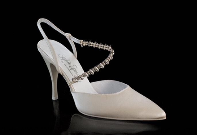 Zapato de novia Modelo Adriana by Francesco con punta cerrada y  talón abierto. Tacón de 9 cm