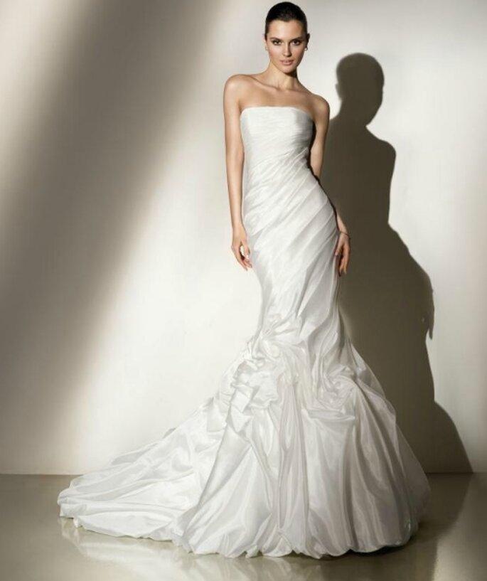 Vestido de novia corte sirena, asimétrico con volados. Pepe Botella