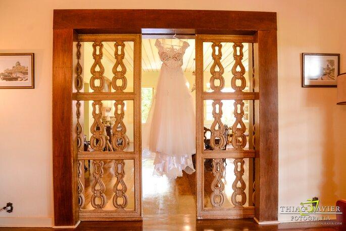 Vestido de noiva: Dressing Noivas e Festas - Foto: Thiago Javier Fotografia