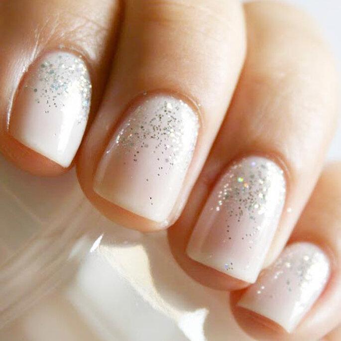 nude-glitter-wedding-nails