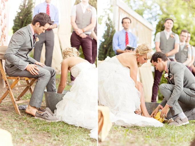 Ceremonia de lavado de pies. Foto: Glass Jar Photography