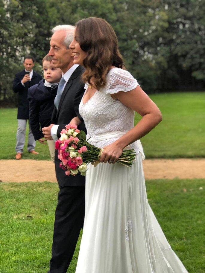 Novia entrando a la ceremonia con su padre