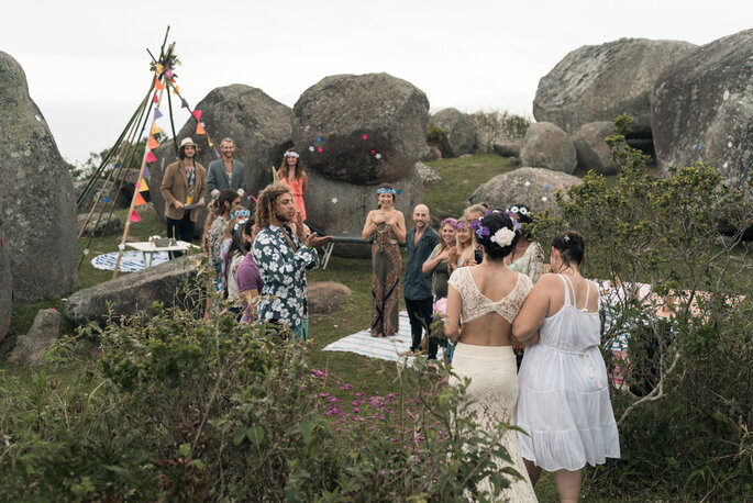 Entrada da noiva em casamento ao ar livre