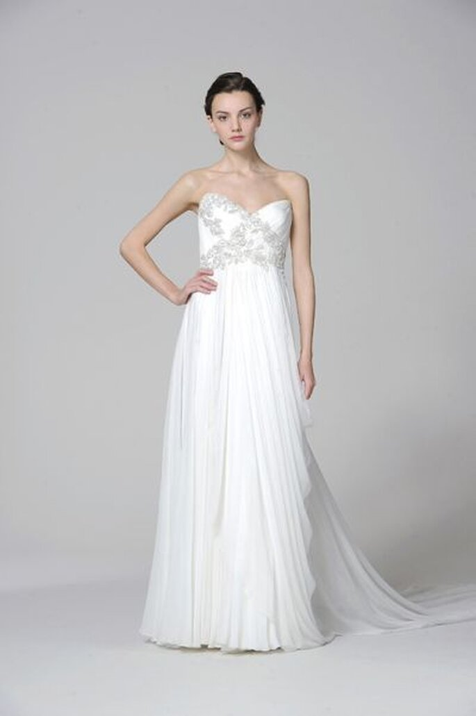Dieses Brautkleid mit Schleppe zaubert ein verführerisches Dekolleté - marchesa-2013