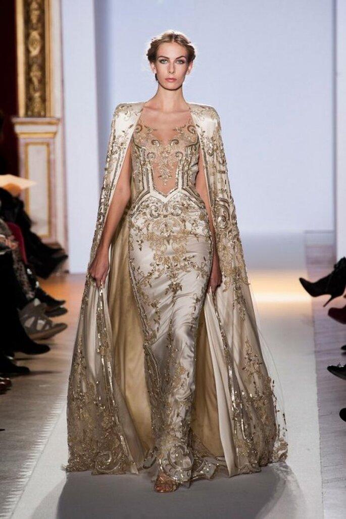 Vestido de novia inspirado en las diosas griegas en color dorado con detalles en relieve - Foto Zuhair Murad