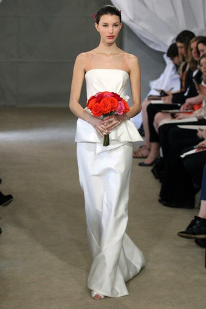 Vestido de novia liso con falda peplum - Foto Carolina Herrera 2013