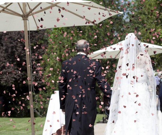 ¡Confetti de corazón para la ceremonia! Foto de Chema Naranjo