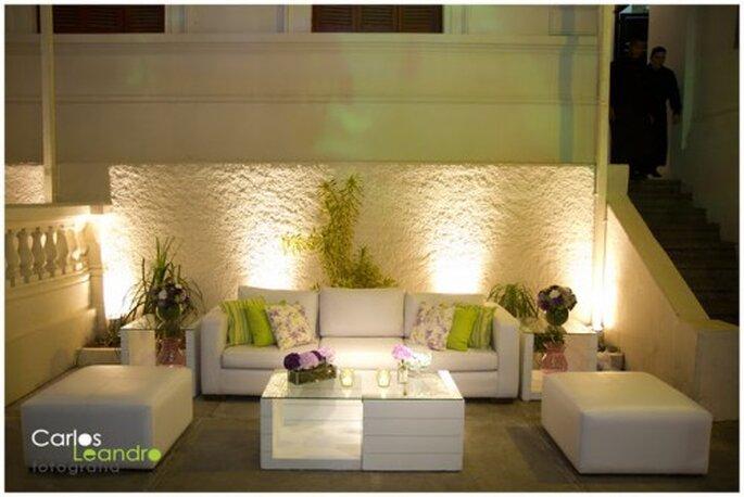 Sala Lounge para boda en verde limón y lila