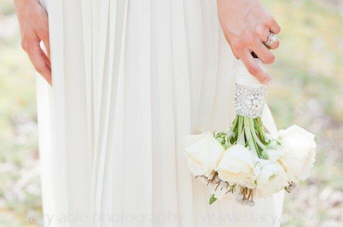 Accesorio vintage para el boutquet de novia - Foto Emily Riggs Bridal