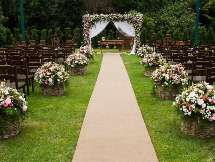 Altar para casamento ao ar livre