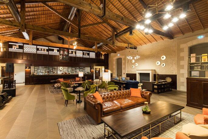 Jazz bar - Salle d'ambiance cosy où les invités d'un mariage peuvent déguster du Cognac