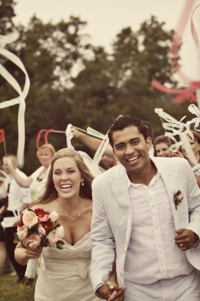 Rubans de gymnaste pour fêter les nouveaux mariés ! - Source : Style Me Pretty