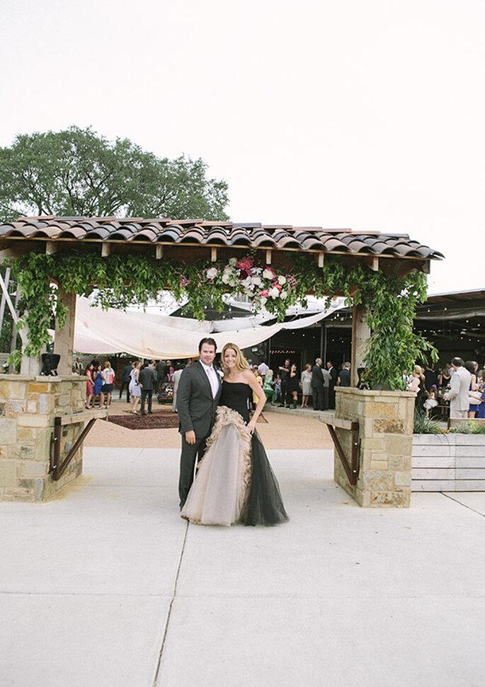 Look de los novios para su boda estilo boho - Foto Brooke Schwab