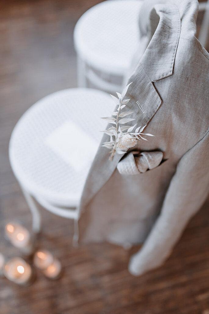 Stuhl mit Anzugjacke Bräutigam
