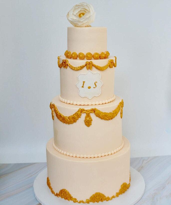 Wedding cakes élégant blanc et doré