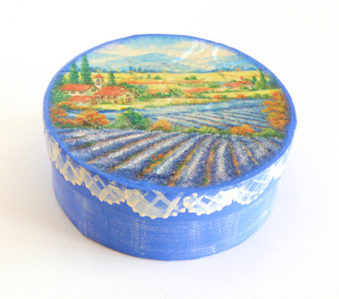 Foto: Biberta http://biberta.etsy.com (http://www.etsy.com/listing/97152264/paper-jewelry-box-ooak-box-with-lavender)
