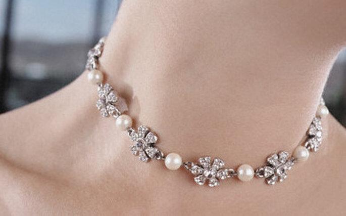 Collier incrusté de pierre et de perle