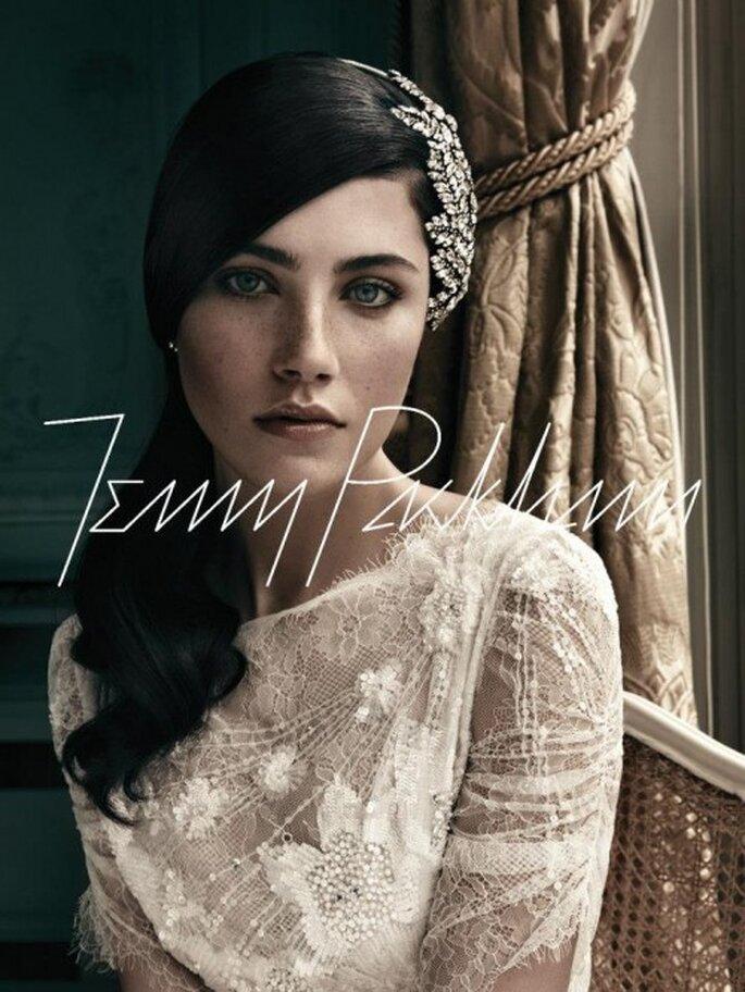 Coleta a la altura de la nuca para peinado de novia - Foto Jenny Packham