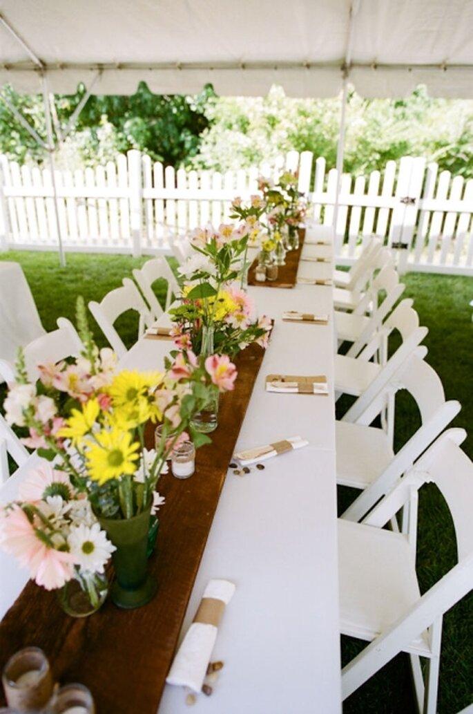 Kostengünstige Hochzeiten sind trotzdem romantisch und unvergesslich – Foto: Stylemepretty