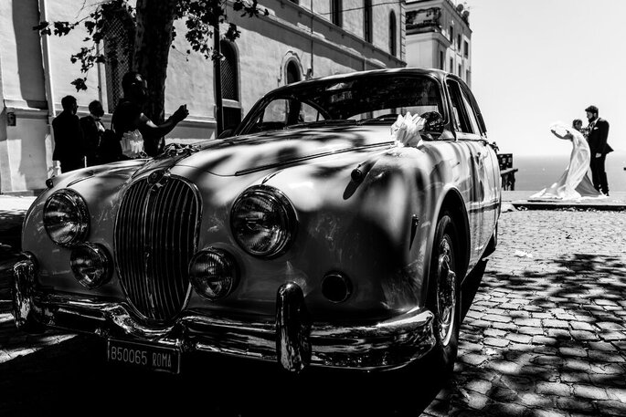Marco Fardello Fotografo - macchina d'epoca degli sposi