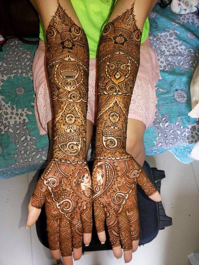 Mehndi Artist: Nirmala Asthana.