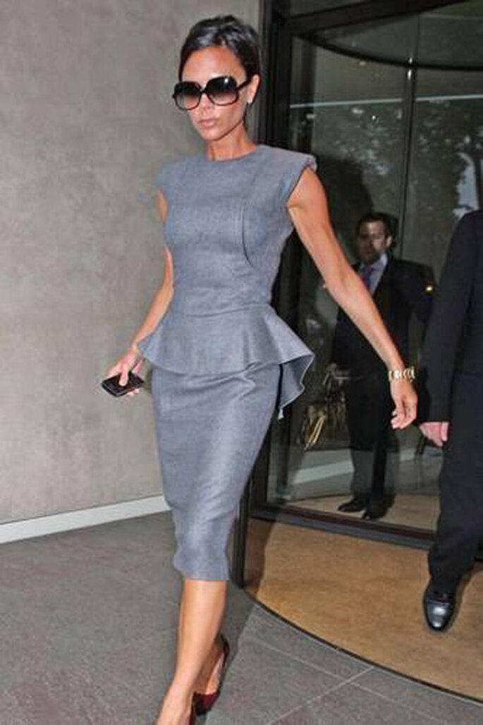 Victoria Beckham en Vestido estilo peplo. Foto por SIPA