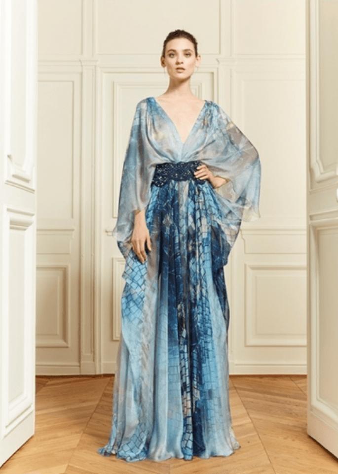 Vestido de fiesta con silueta maxi y estampados en la gama de azules - Foto Zuhair Murad