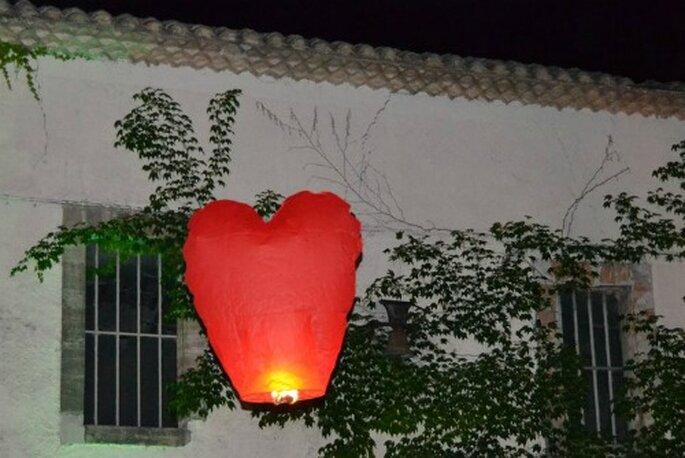 Lanternes en coeur : pur romantisme ! - Source : Libellis