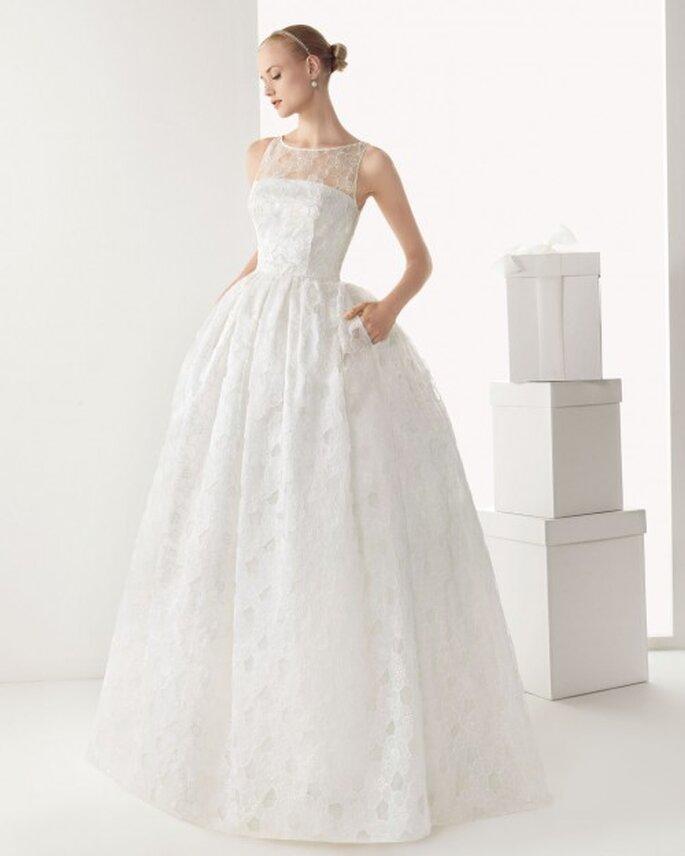 Vestido de novia corte princesa con bolsas, sin mangas y con escote