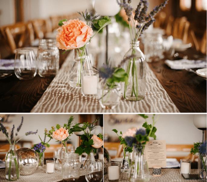 Centros de mesa para boda en color azul. Fotografía Alexandra Roberts
