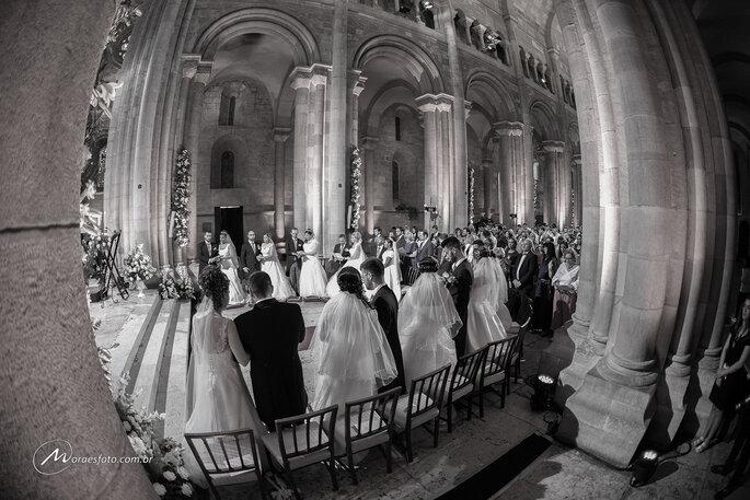Lindo casamento coletivo em Portugal