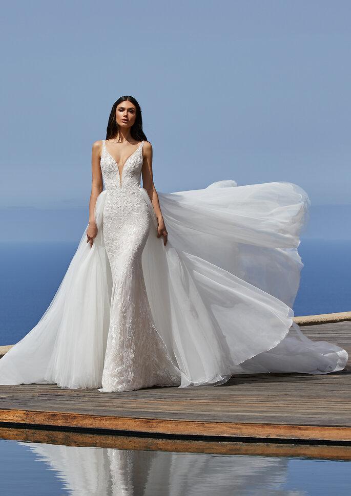 Pronovias Premiere 2021 Vestido de novia sirena con escote de pico en tul bordado