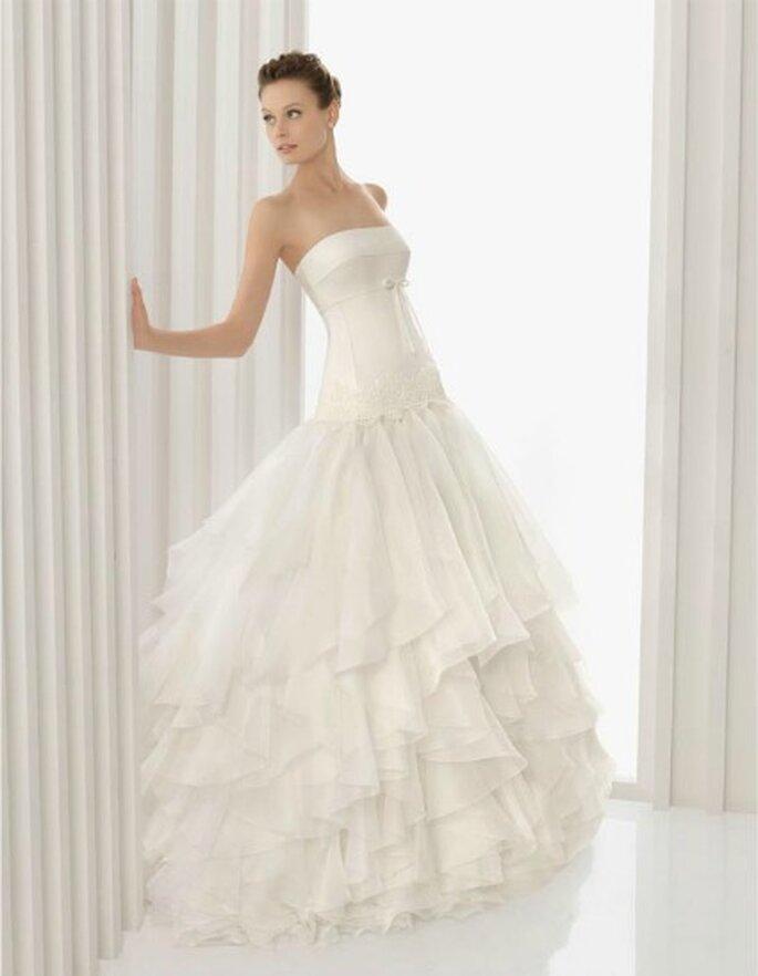 Vestido de novia con líneas simples y limpias. Rosa Clara 2012