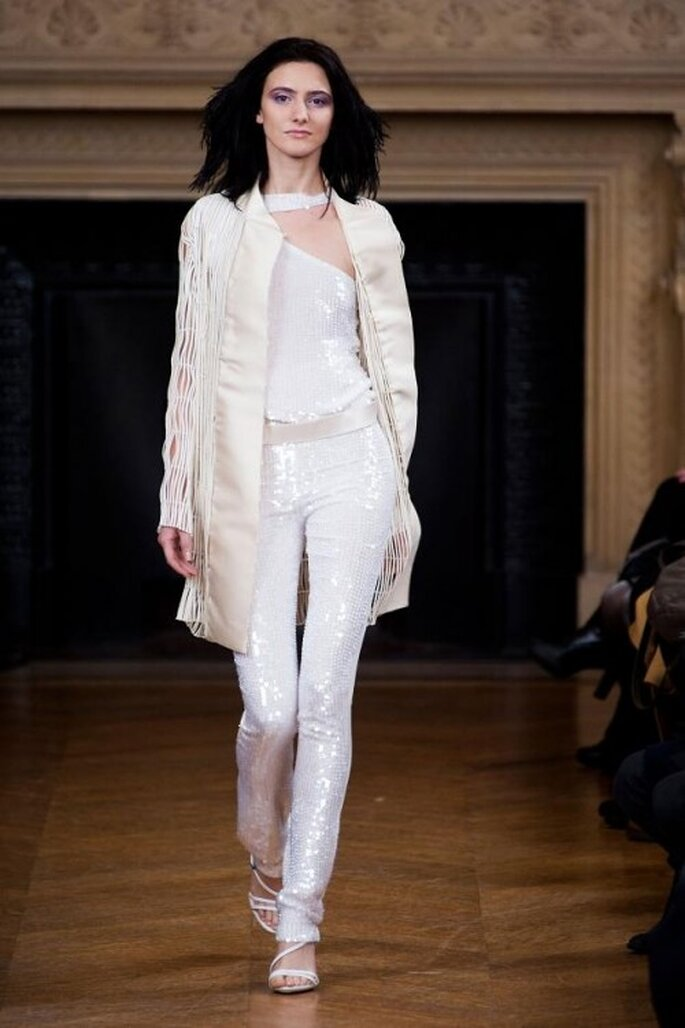 Pantalones de fiesta en color blanco con destello metálicos - Foto Maurizio Galante