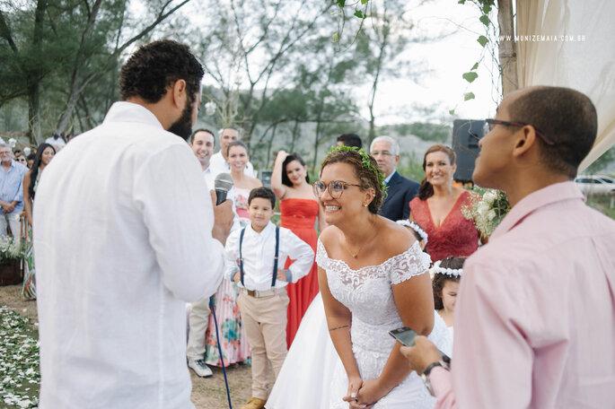 Acessório de cabelo da noiva: flores naturais Flor.idas   Foto: Muniz e Maia Fotografia