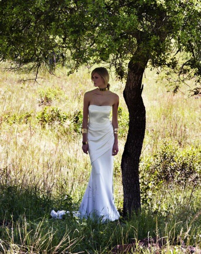 Vestido de novia strapless de satin - Foto Amanda Wakeley