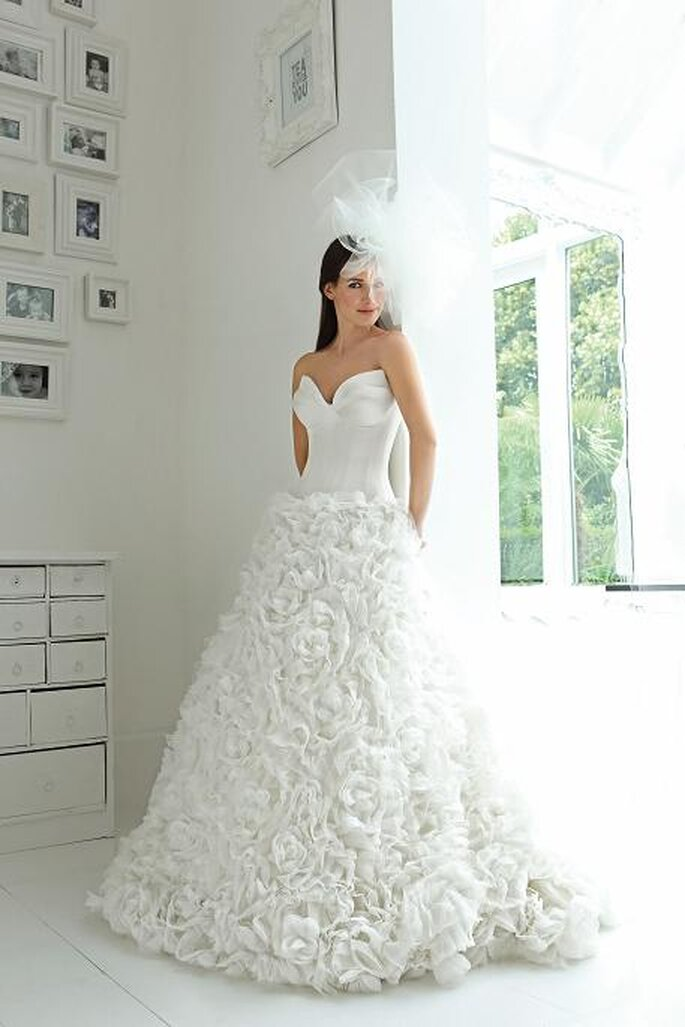 9301def1c1f7 Middleton 39s wedding dress for her marriage to Prince William in 2011  unique fairy wedding dresses