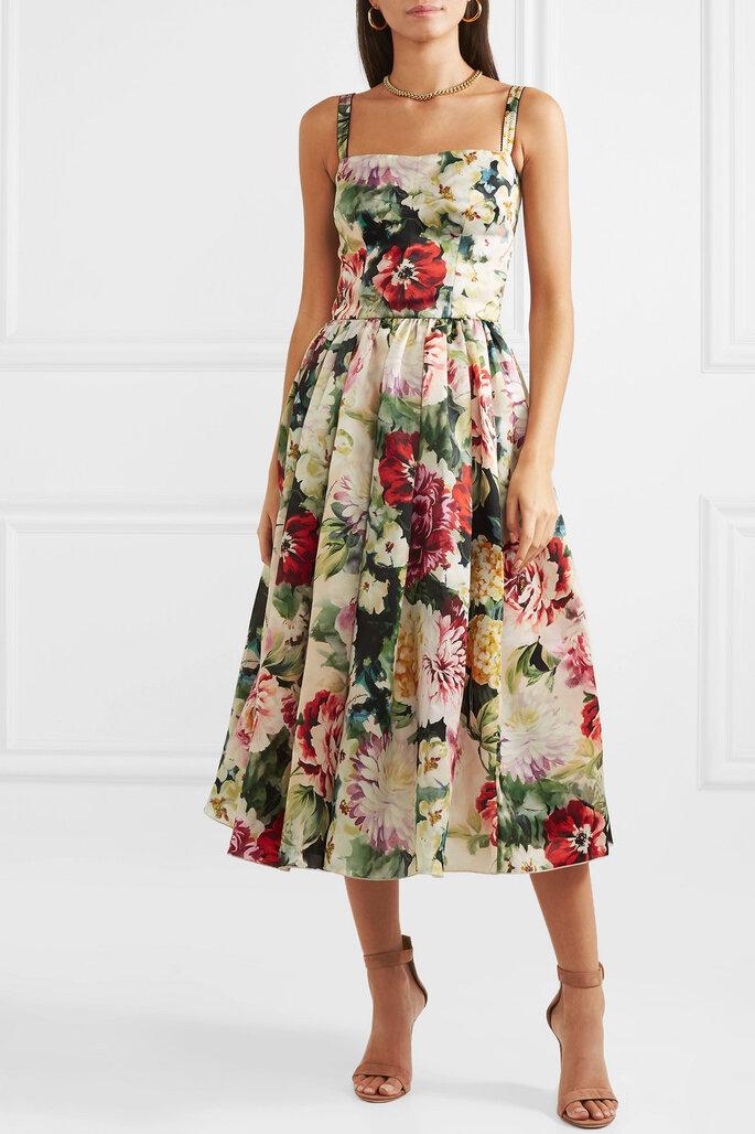 Vestido sencillo estampado con tirantes y falda voluminosa