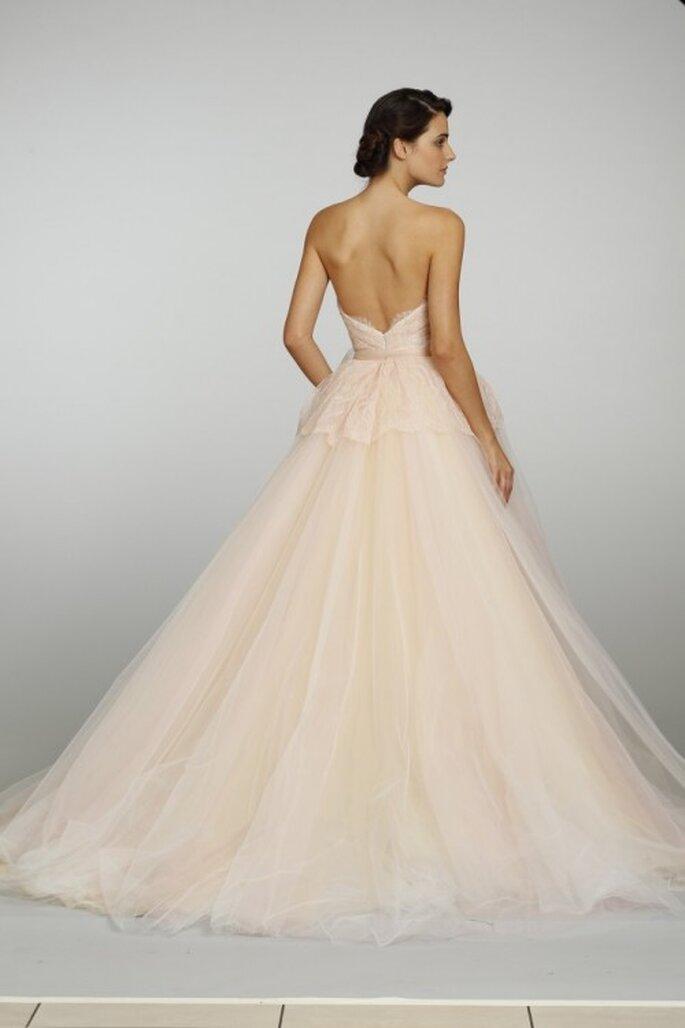 Vestido de novia estilo peplum en tono durazno - Foto JLM Couture