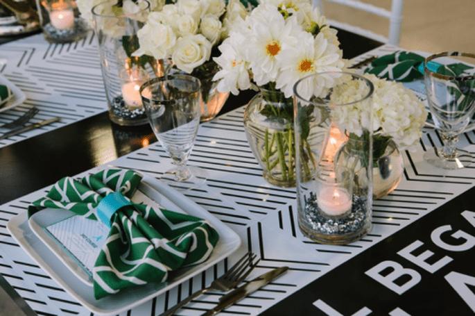 Servilletas y detalles en color verde esmeralda para las mesas - Foto Justin De Mutiis