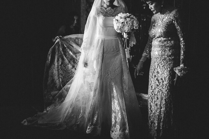 foto preto e branco noiva com a mãe
