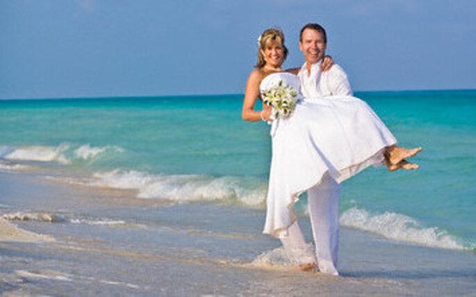 pareja de boda en la playa
