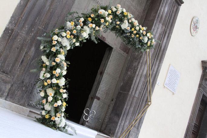 L'Asso dei Fiori - arco floreale chiesa