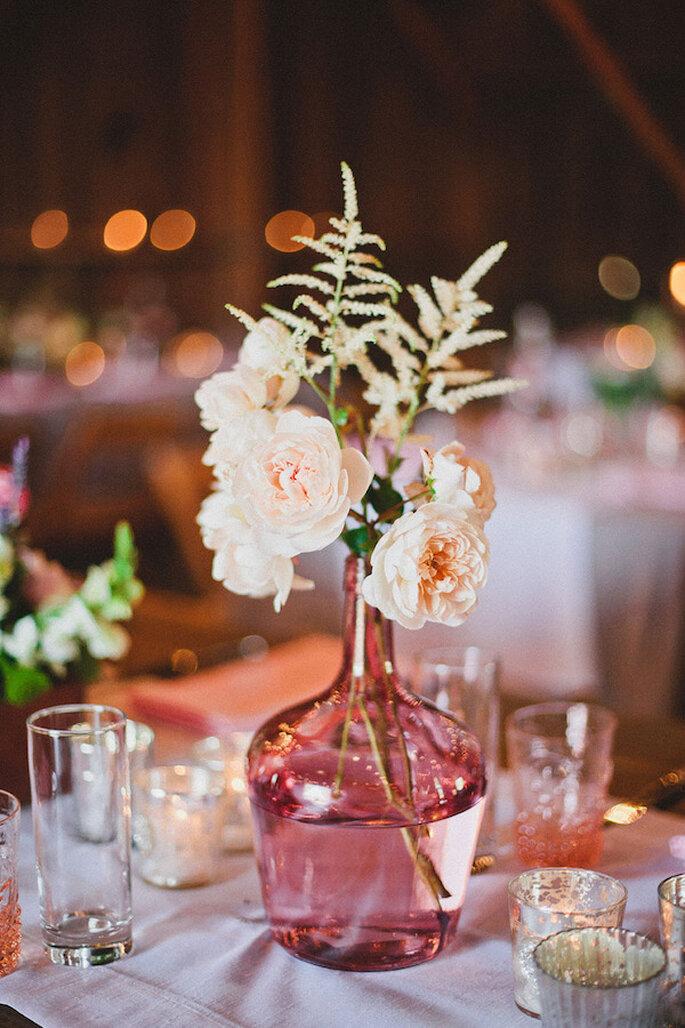 Increíbles jarras y jarrones para la decoración de tu boda - Foto Mark Brooke Photography