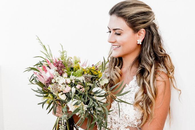 bonita noiva com bouquet